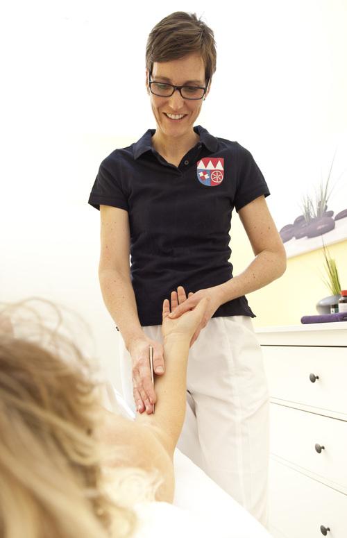 Physiotherapeutische Behandlung einer Patientin